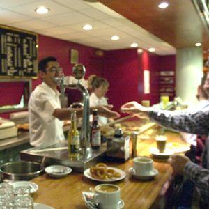 Mesa de redacción: Si quieres aprender cómo es alguien, observa cómo trata a un camarero