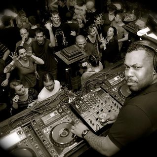Derrick Carter @ Essential Mix (04.06.2011)