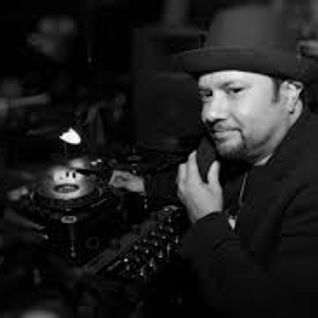LITTLE LOUIE VEGA live at club risk, amsterdam holland 29.05.2002