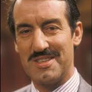 JOHN CHALLIS TALKS TO KENNY STEWART ON LACHE FM 18-10-2012