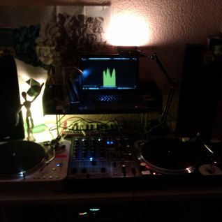 DEEPLY, TECHY, HOUSY...live vinyl-only mix 2011...part 1