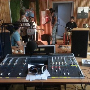 Roadtrip hosting Tigris! Live session on 105.3FM Kol Hagalil Haelion