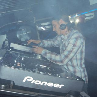 dj Dennis @ The Kings Club - New Year 2011-2012 (4h30 live music)