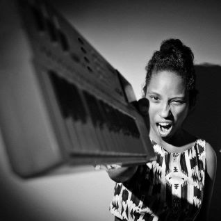 iZem Show #126: Glenn Astro, The Pointer Sisters, ESG, Pearson Sound, Sango, Mahmundi...