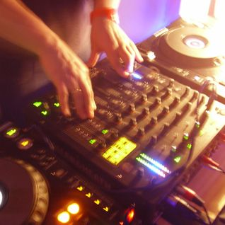 Deep and downtempo house tunes for after hour stories