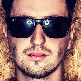Robin Schulz @ Sputnik Club - 29.11.2014 | www.livemix.info | + | DOWNLOAD |