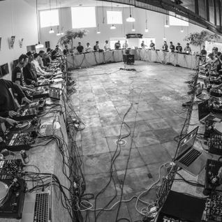 #iScratchTokyo - 40 DJs, 40 Turntables, 40 Mixers - Recorded Live in One Take