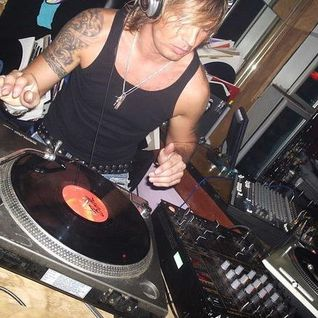 The Clubaholic Weekend Warmup Radio Show featuring live guest mix from Neil Jacques 03/10/13