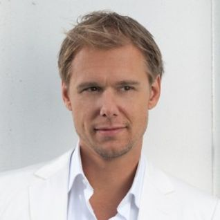 Armin_van_buuren_-_live_at_electric_daisy_carnival_(new_york)-sat-05-18-2012.