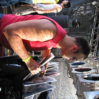 "Charles McThorn live at ""Vision Parade 2002 - Live4Love"", 22JUN02, Bremen (D), live set from float"