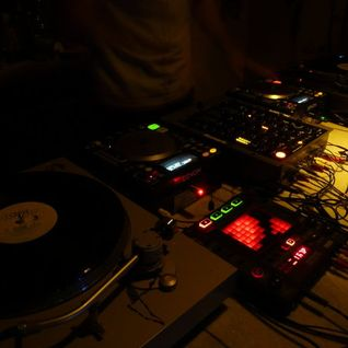 OPEN SESSIONS podcast 01. Mixed by DJ JEFF recorded: 2011.08.11.