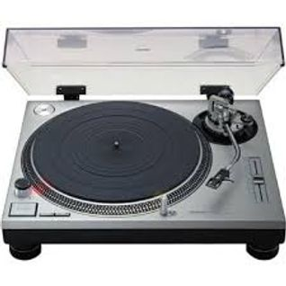 DJ AntMac  The classic house vs new house mash up mix