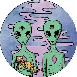 Podcast Noviembre : Hesitant aliens!