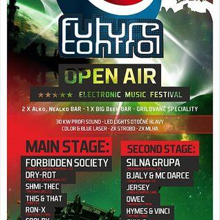 Dry-rot_&_MC Embryo_live_at_FUTURE_CONTROL_OpenAir_2012
