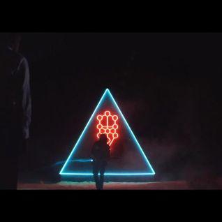 L'amore, i triangoli, le piramidi e i centauri.