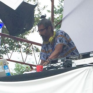 Shahid Buttar playing Camp Beemore @ the Freeform Arts Festival (06.07.2015)