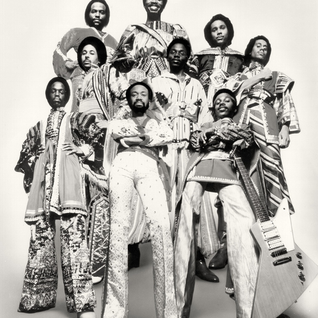Earth Wind & Fire - Devotion - Reasons - Thats the way of the world - Sing a Song ~ Live