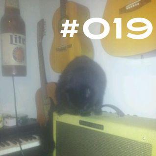 #019 ~ D90 ~ 17th October 2012 ~ Purple Radio