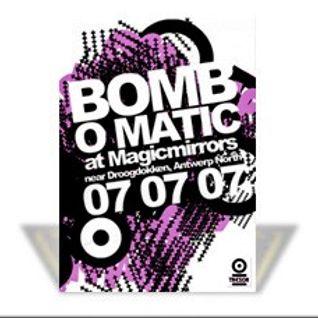 Paul Chambers (Live PA) @ Bomb O Matic - Magicmirrors Antwerpen - 07.07.2007