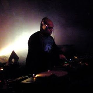 Dj Bone Attacks (Week 18) UNDERGROUND RESISTANCE mix - 12/04/2005