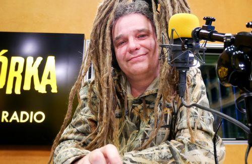Return to the radio broadcasting studio!