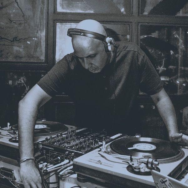 Guest Mix 090 - DJ Uri
