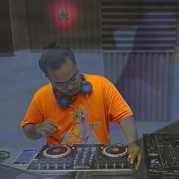 Guest Mix 045 - Ezzyland