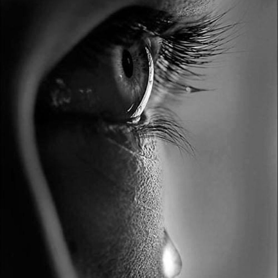 Картинки слезы черно белые