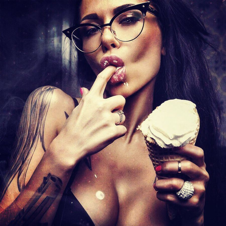 секс девушка с мороженым модели момент