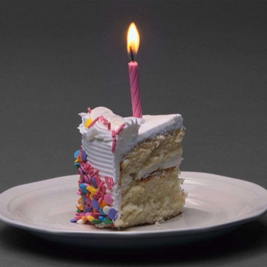 Гифка торта со свечами